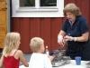 bymella-2009-23-juli-sotare-gamla-och-unga-hjalps-at-foto-carina-eklund